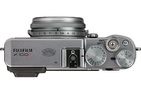 Bild Blende, Belichtungszeit und Belichtungskorrektur werden bei der Fujifilm X100T über klassische Bedienräder am Kameragehäuse sowie dem Objektiv eingestellt. [Foto: MediaNord]