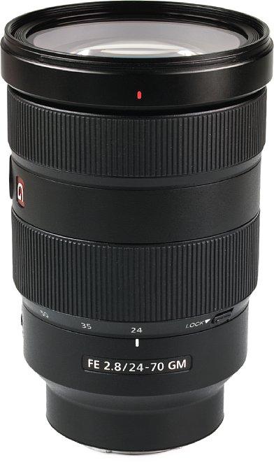 Bild Mit Metallgehäuse und Spritzwasserschutz ist das Sony FE 24-70 mm F2.8 GM (SEL2470GM) absolut hochwertig verarbeitet. [Foto: MediaNord]
