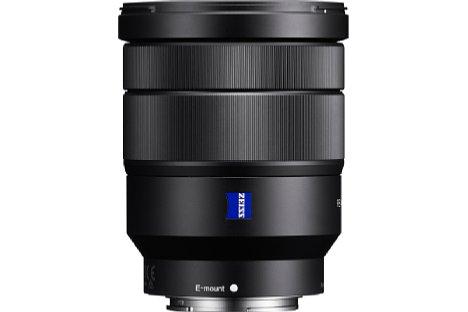 Bild Trotz seiner mäßigen Lichtstärke fällt das Sony FE 16-35 mm 4 Vario-Tessar ZA OSS mit über 500 Gramm Gewicht und fast zehn Zentimetern Länge bei 7,7 Zentimetern Durchmesser nicht gerade kompakt aus. [Foto: Sony]