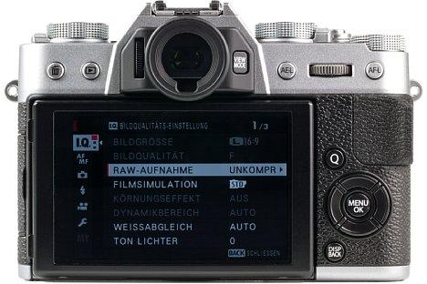 Bild Beim rückwärtigen Bildschirm der Fujifilm X-T20 handelt es sich um einen Touchscreen, der sich zudem nach oben und unten klappen lässt. [Foto: MediaNord]