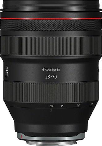 Bild Auf dem Foto wirkt es nicht so, aber das Canon RF 28-70 mm 2L USM ist riesig: Bei einer Länge von 14 Zentimetern misst es über zehn Zentimeter im Durchmesser und drückt satte 1,4 Kilogramm auf die Waage. [Foto: Canon]