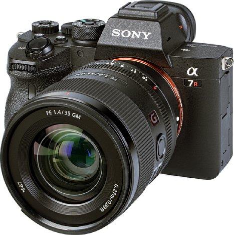 Bild Das Filtergewinde des Sony FE 35 mm 1.4 GM besteht lediglich aus Kunststoff. Dank elf Lamellen besitzt es eine sehr gleichmäßig runde Blende, das Bokeh ist wunderschön. [Foto: MediaNord]