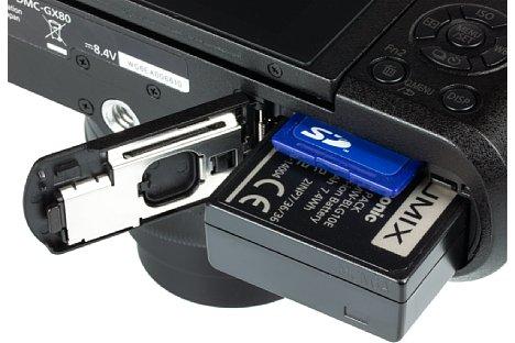 Bild Der kleine Lithium-Ionen-Akku der Panasonic Lumix DMC-GX80 reicht lediglich für 290 Aufnahmen. Bei der SD-Karte sollte man nicht sparen und zu einem schnellen SDHC- oder SDXC-Modell mit Speed Class U3 greifen. [Foto: MediaNord]