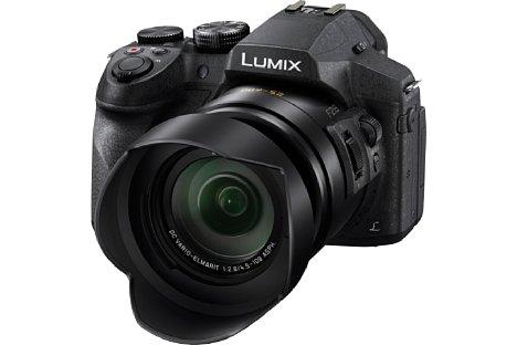 Bild Die Streulichtblende gehört bei der Panasonic Lumix DMC-FZ300 zum Lieferumfang. [Foto: Panasonic]