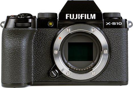 Bild Die Fujifilm X-S10 besitzt ein stabiles Metallbajonett. [Foto: MediaNord]