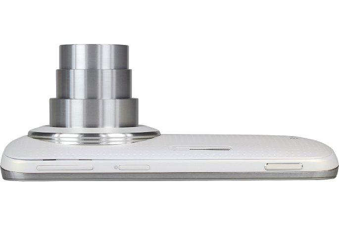 Bild Auf der Oberseite besitzt das Samsung Galaxy K Zoom neben dem Power-Button noch Lautstärkeregler, die das optische Zoom steuern sowie einen echten Fotoauslöser mit zwei Druckpunkten. [Foto: MediaNord]