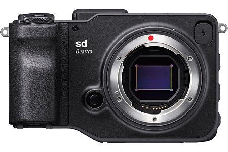 Bild Die Sigma sd Quattro besitzt einen Foveon-Sensor im APS-C-Format. Hinter 19,6 blauen Megapixeln sitzen 4,9 grüne und darunter 4,9 rote Megapixel. [Foto: Sigma]