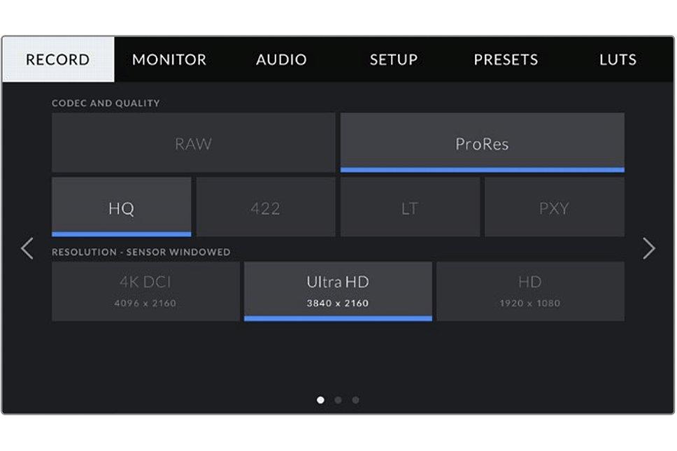 Bild Auf dem großen Bildschirm der Blackmagic Pocket Cinema Camera 4K ist die gwählte Konfiguration, ebenso wie die alternativen Möglichkeiten, auf einen Blick zu erkennen und kann per Touchscreen schnell geändert werden. [Foto: Blackmagic]