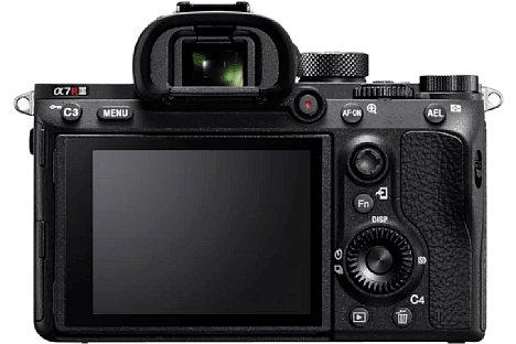 """Bild Der Bildschirm der """"neuen"""" Sony Alpha 7R IIIA löst 2,36 Millionen Bildpunkte auf, was zehn Aufnahmen CIPA-Akkulaufzeit kostet. Der """"Sony""""-Schriftzug fehlt, was das einzige äußerliche Unterscheidungsmerkmal von der """"alten"""" 7R III ist. [Foto: Sony]"""