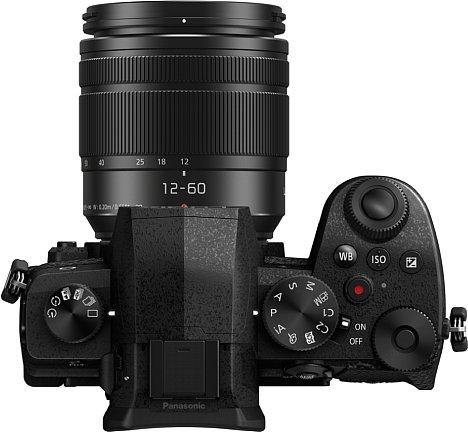 Bild Neue Tastenauf der Kameraoberseite für einen schnelleren Zugriff auf Schlüsselfunktionen wie Belichtung, ISO und Weißabgleich sollen bei derPanasonic Lumix DC-G91 für eine verbesserte Ergonomie sorgen. [Foto: Panasonic]