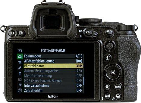 Bild Der rückwärtige Touchscreen der Nikon Z 5 lässt sich nach oben und unten klappen, bietet aber keine Selfie-Position. Beeindruckend groß und hochauflösend zeigt sich der elektronische Sucher. [Foto: MediaNord]