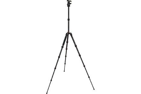 Bild Ganze 142 cm Arbeitshöhe erreicht das Rollei Compact Traveler No. 1 Carbon Reisestativ. [Foto: Rollei]