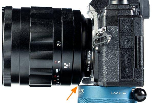 Bild An einem Novoflex MiniConnect MR liegt das Voigtländer 29 mm F0.8 Super Nokton asphärisch auf, so dass es nicht an die Kamera angeschlossen werden kann. [Foto: MediaNord]