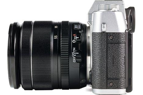 Bild Die Fujifilm X-T20 bietet drei Schnittstellen: Eine 2,5 mm Klinkenbuchse für ein Fernauslösekabel oder Stereomikrofon, eine Micro-USB-Buchse zum Aufladen und Datenaustausch sowie Micro-HDMI für das Videosignal. [Foto: MediaNord]