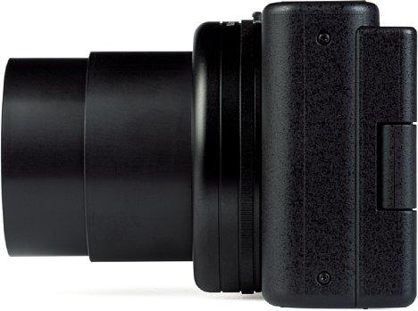 Bild Das Zoomobjektiv der Sony ZV-1 fährt weit aus dem Gehäuse heraus, obwohl es nur einen recht kleinen Brennweitenbereich bietet. [Foto: MediaNord]