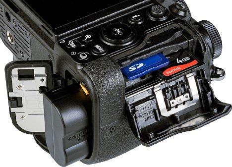 Bild Der mitgelieferte Akku NikonEN-EL15c reicht für 470 Aufnahmen nach CIPA-Standard und kann über USB-C direkt in der Kamera geladen werden. Die SD-Kartenfächer sind platzsparend leicht versetzt angeordnet. [Foto: MediaNord]