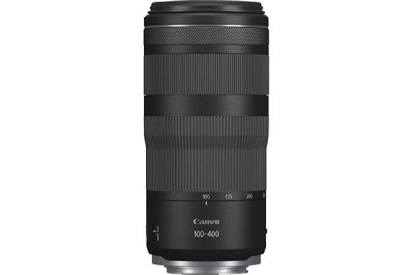 Bild Das Canon RF 100-400 mm F5.6-8 IS USM wiegt lediglich 635 Gramm und hat die Größe einer 0,5 Liter Bierdose. [Foto: Canon]