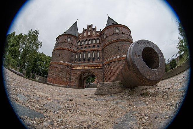 Bild Mit einem Fisheye-Objektiv wie dem Nikon AF-S 8-15 mm 3.5-4.5E ED Fisheye lassen sich ungewöhnliche Perspektiven realisieren. [Foto: Jens Scheppler]