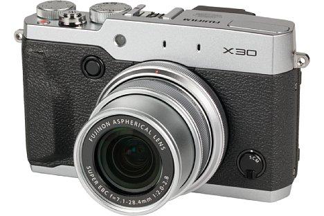 Bild Die Fujifilm X30 ist eine edle Kompaktkamera im Retrolook, die mit einer vorbildlichen Ausstattung glänzt. [Foto: MediaNord]