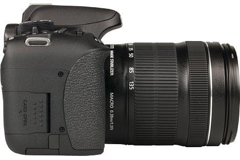 Bild Der Handgriff der Canon EOS 750D und 760D ist großzügig und griffig gummiert, könnte aber gerne für mehr Halt etwas größer ausfallen. [Foto: MediaNord]